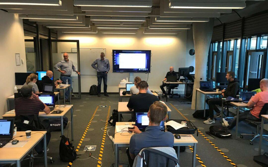 STODT studenten tekenen en programmeren met CAD Workspace